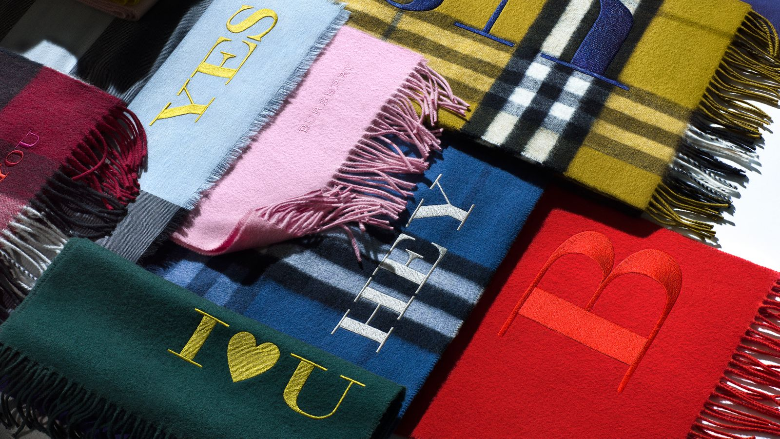 Our cashmere scarf, your initials