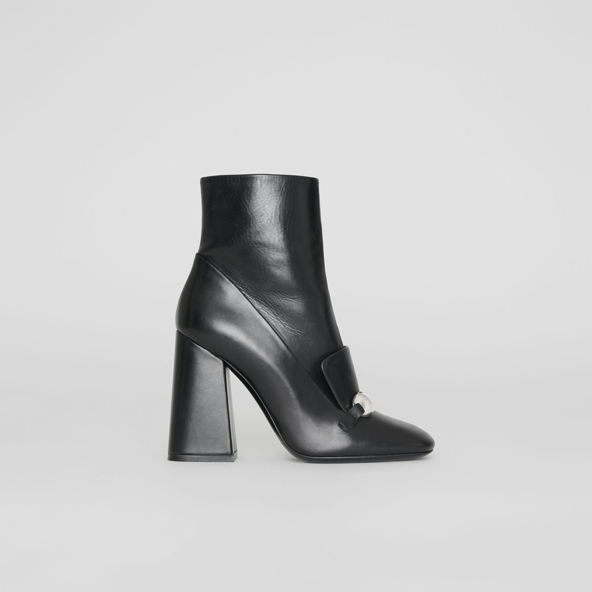 Bottines en cuir avec bride cloutée (Noir) - Femme | Burberry Canada - photo de la galerie 4