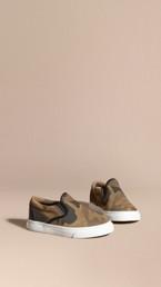 Sneakers sans lacets en cuir velours à imprimé camouflage