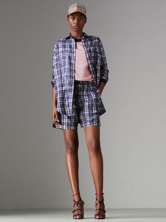 Pantalones cortos en seda a cuadros garabateados con cordón ajustable (Azul Marino / Blanco)