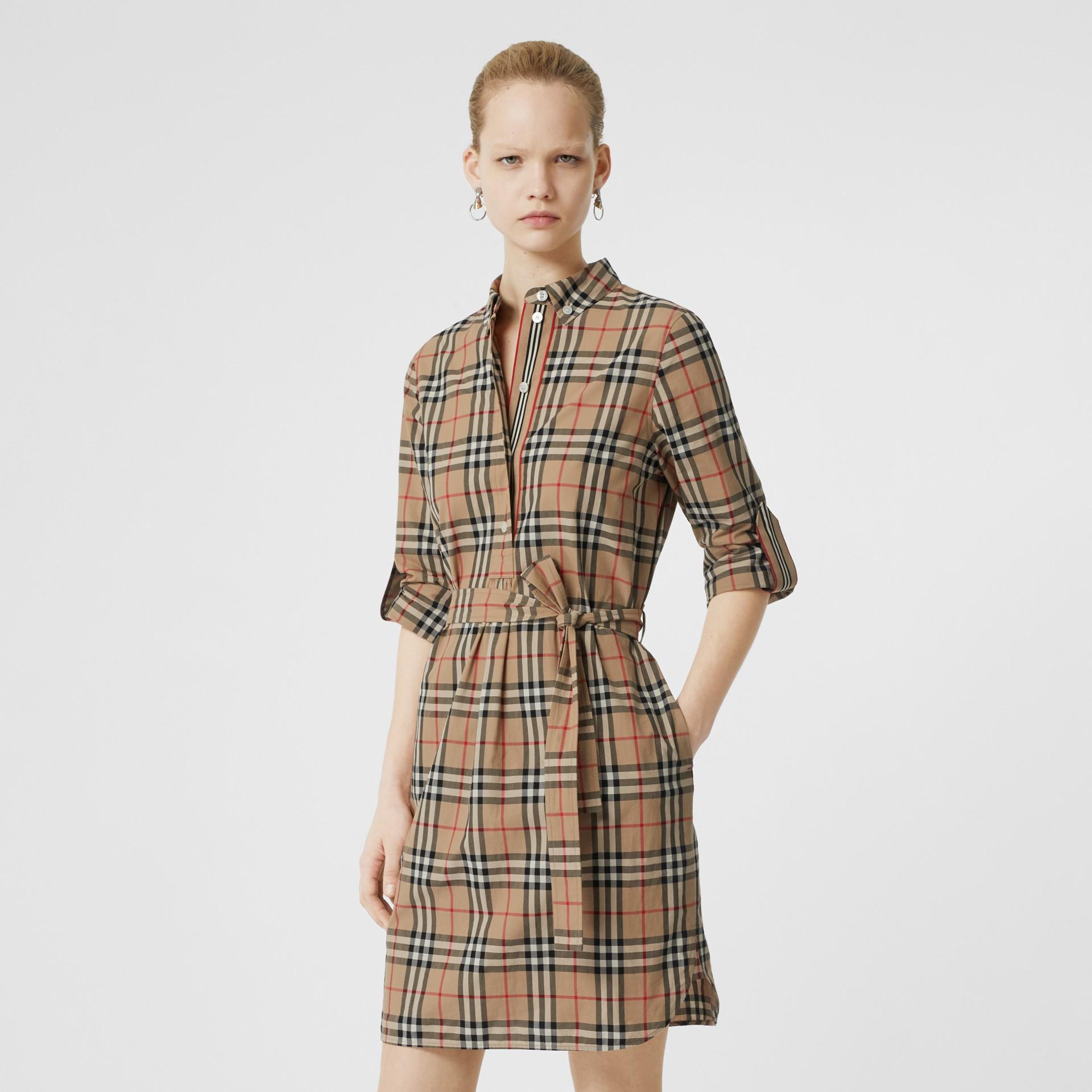 Vestido estilo camisa de algodão em Vintage Check com cinto de amarrar (Bege Clássico) - Mulheres | Burberry - galeria de imagens 0