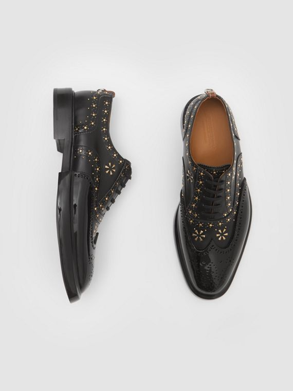 Oxford-Brogues aus Leder mit Ziernieten und kontrastierender Zehenkappe (Schwarz)