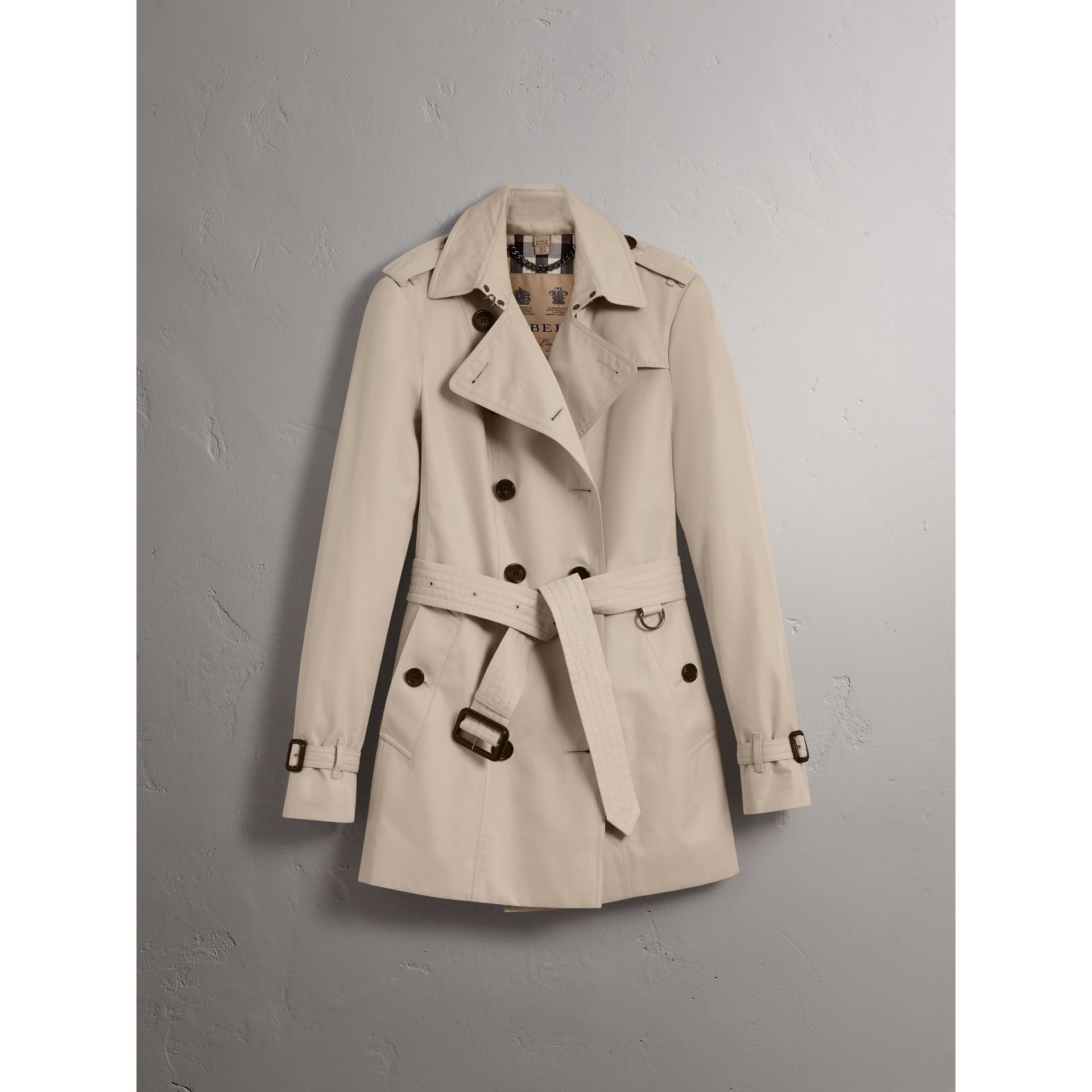 The Sandringham – Short Trench Coat in Stone - Women | Burberry Singapore - gallery image 4