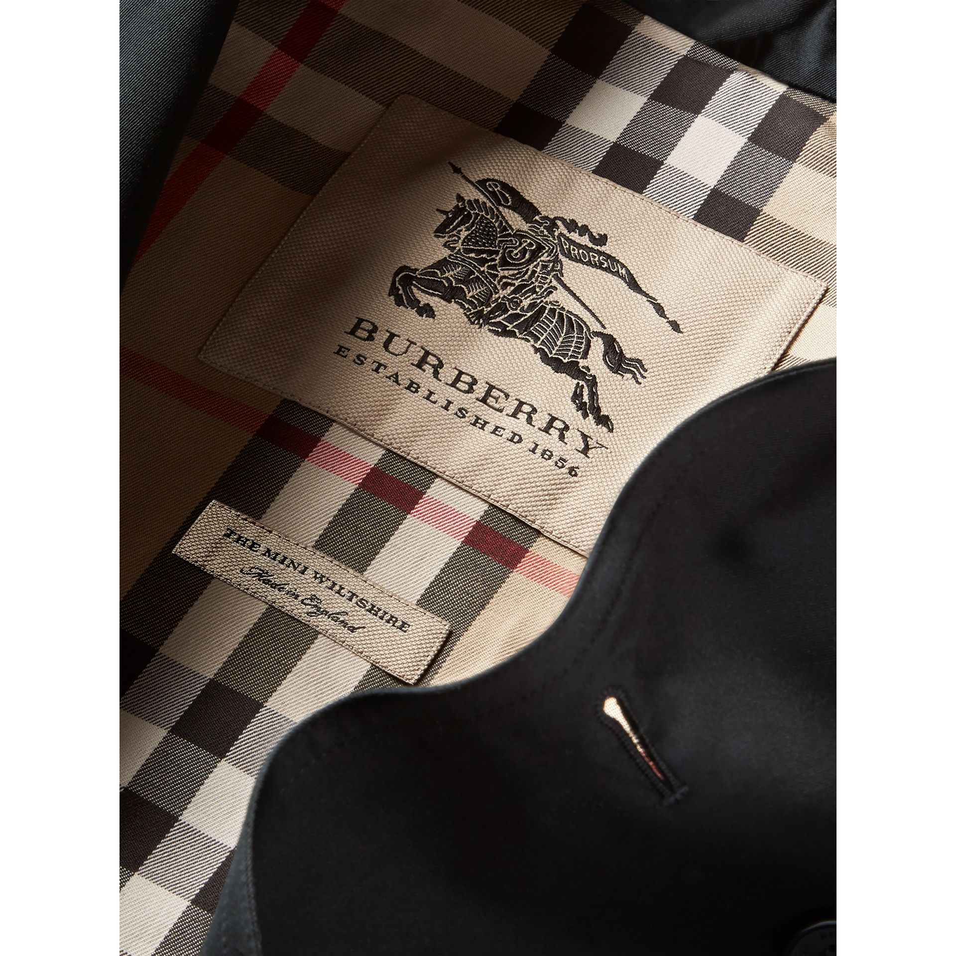 The Wiltshire – Heritage Trench Coat in Black - Boy | Burberry Canada - gallery image 7