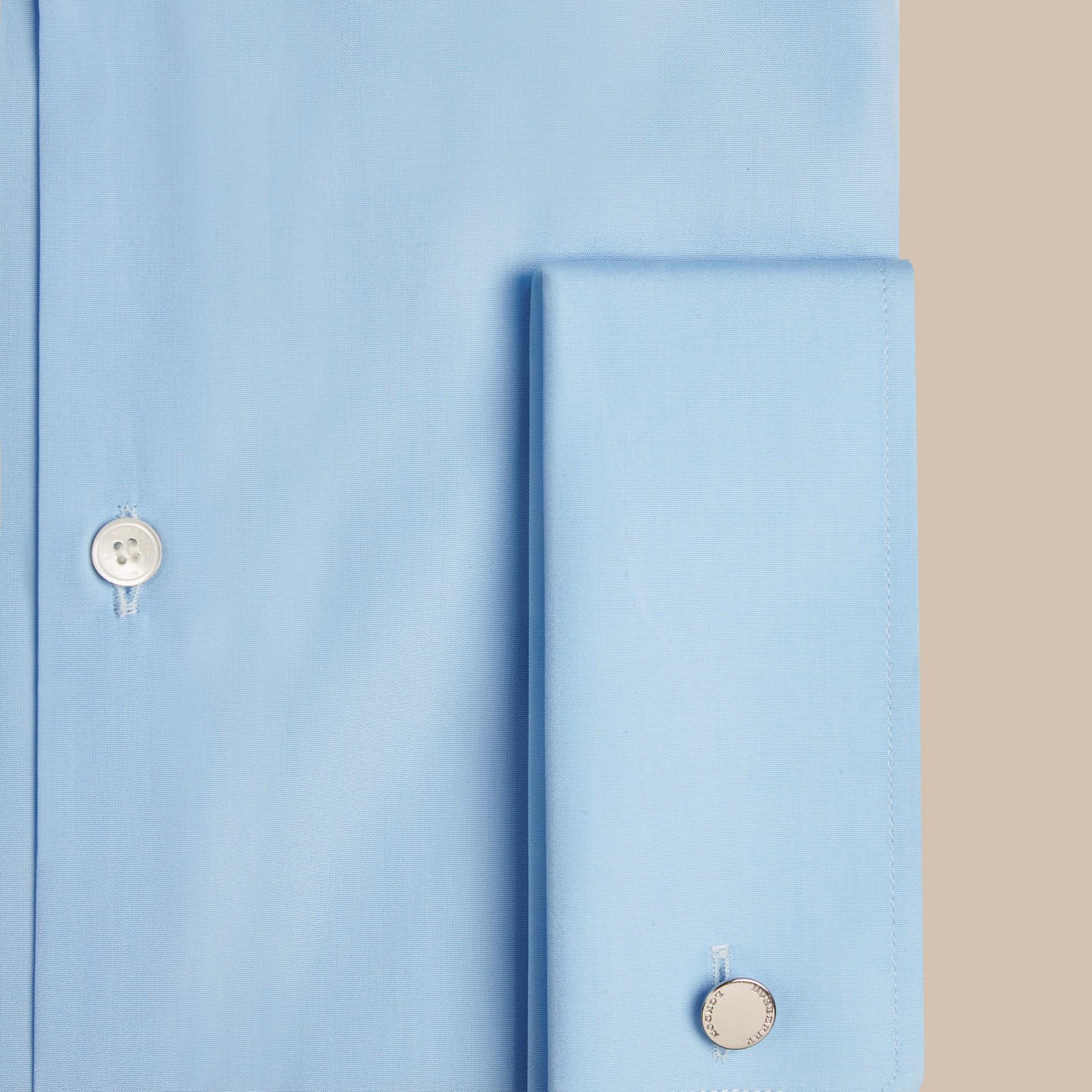 Azul urbano Camisa de popeline de algodão com corte moderno e punhos duplos Azul Urbano - galeria de imagens 2