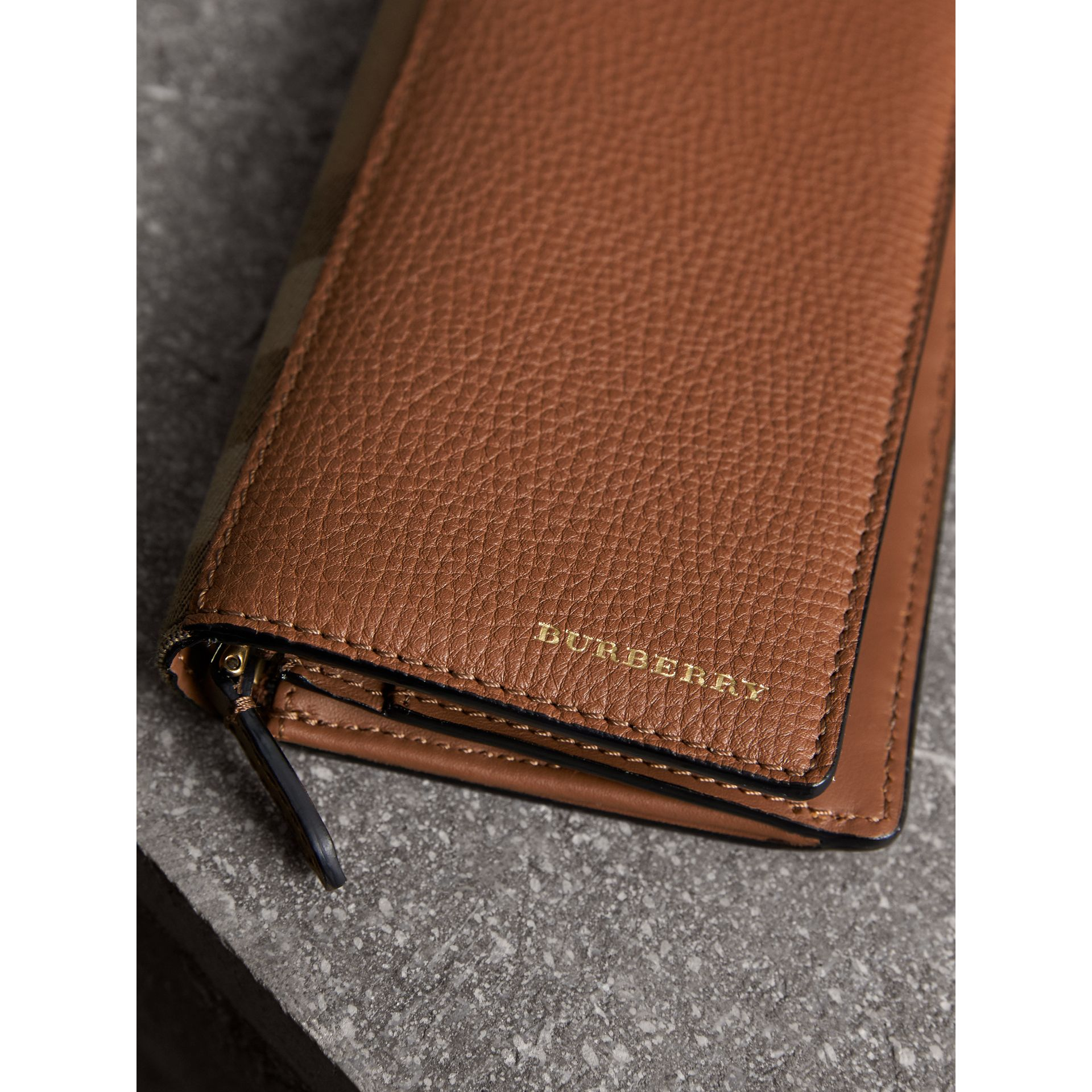 House Check and Grainy Leather Continental Wallet in Chestnut Brown - Men | Burberry - gallery image 2