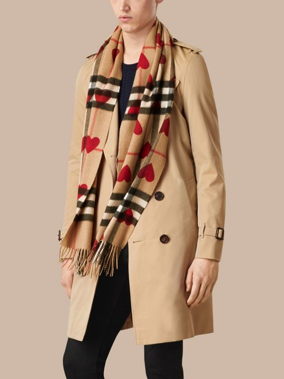 Parade red The Classic Cashmere Scarf in Check and Hearts Parade Red - cell image 3