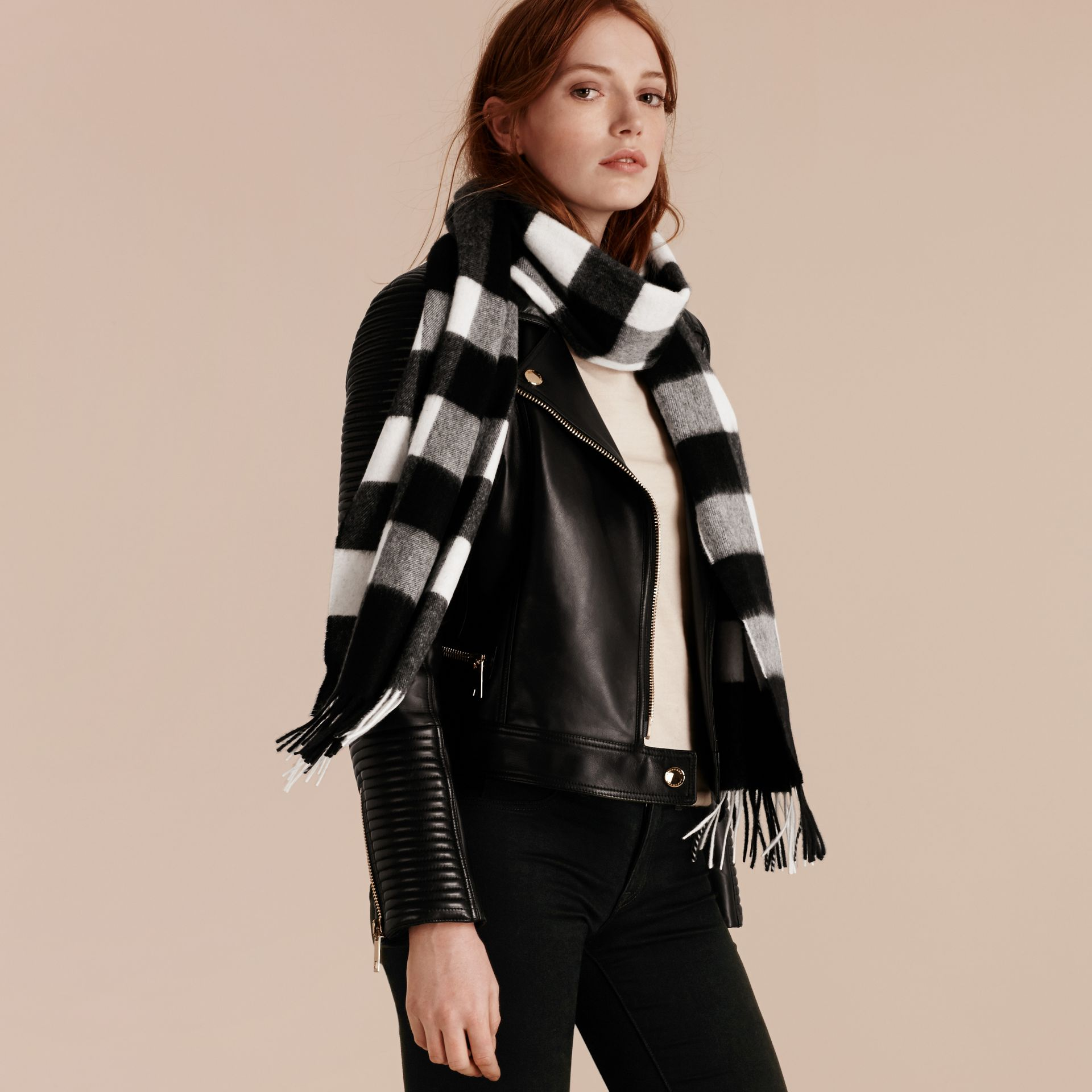 The Large Classic Cashmere Scarf in Check in Black - gallery image 3