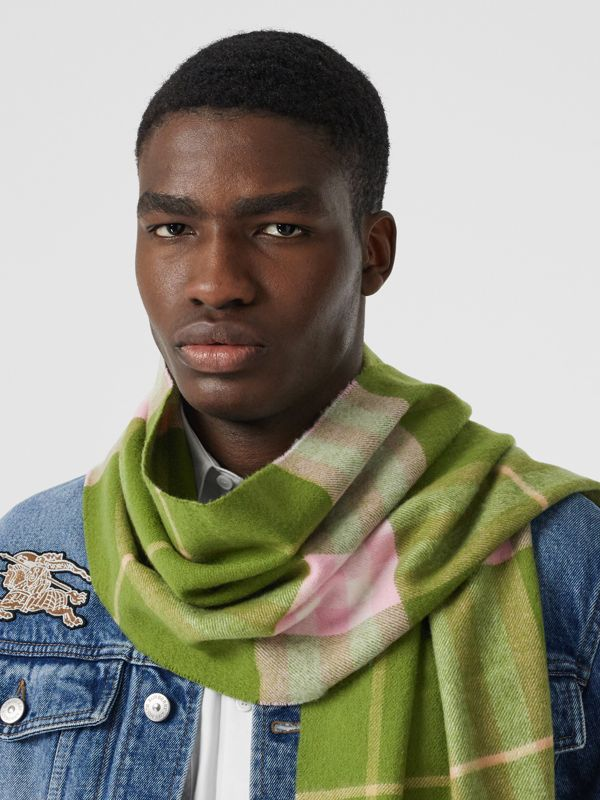 The Classic Check Cashmere Scarf in Cedar Green | Burberry United States - cell image 3