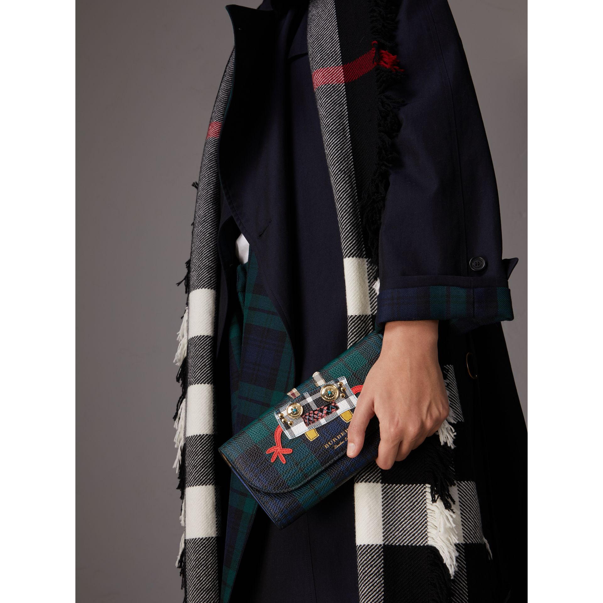 Creature Appliqué Tartan Leather Wallet with Chain in Bright Navy - Women | Burberry Hong Kong - gallery image 3
