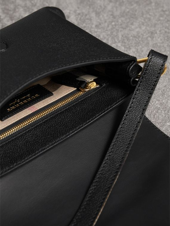 The Buckle Crossbody Bag aus Leder (Schwarz) - Damen | Burberry - cell image 3