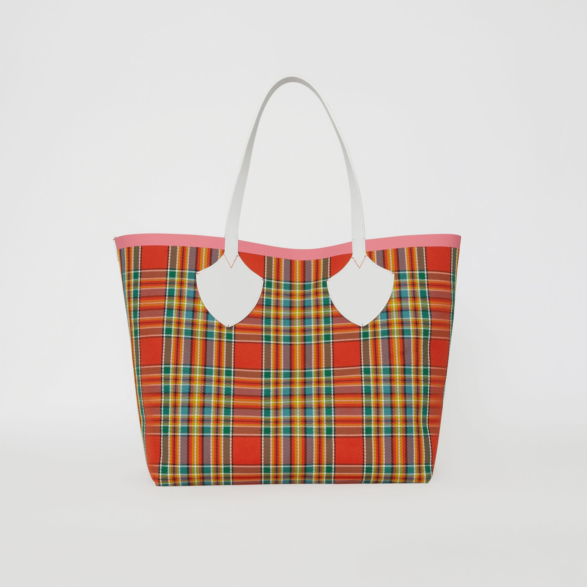 The Giant Reversible Tote in Vintage Check in Chalk White/bright Coral Pink - Women | Burberry Hong Kong S.A.R - gallery image 5