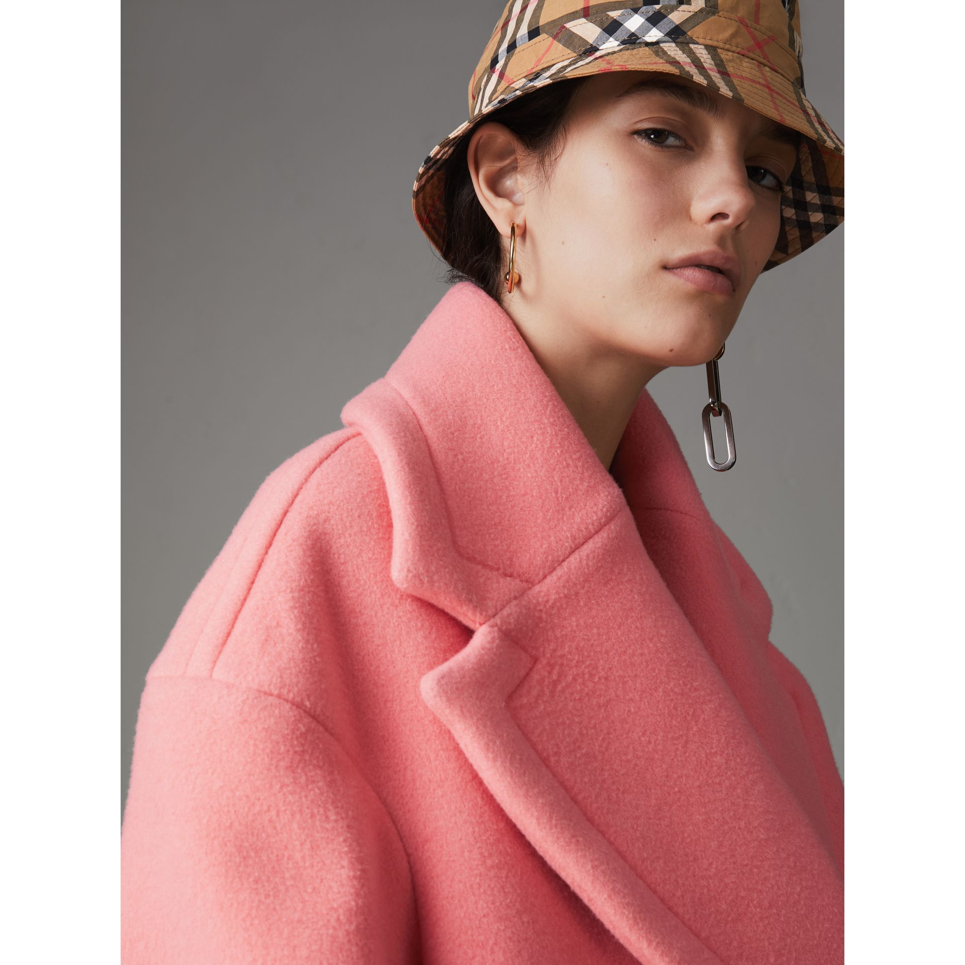 Manteau cocon en laine et cachemire double face (Rose Corail Vif) - Femme | Burberry - photo de la galerie 5