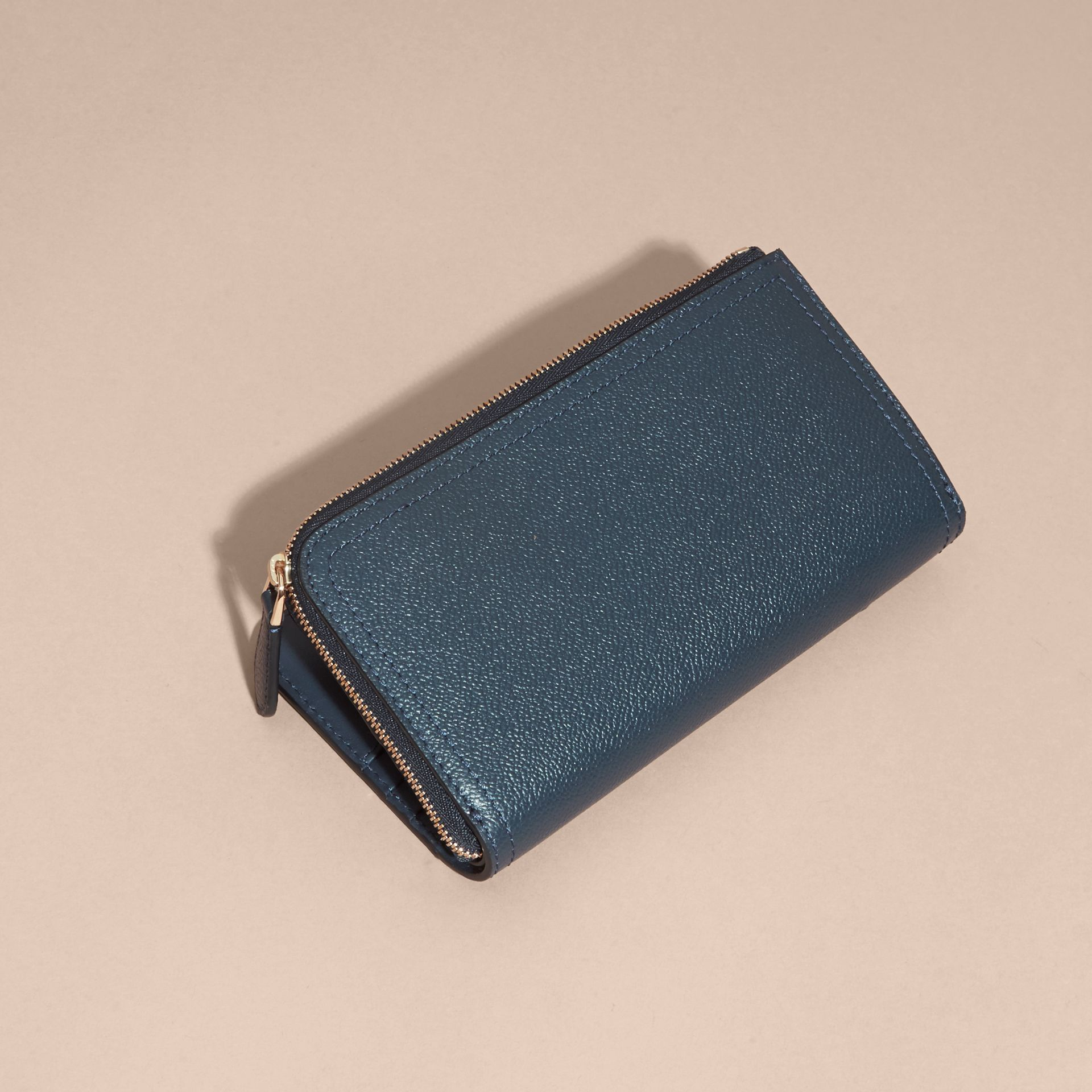 Grainy Leather Ziparound Wallet in Blue Carbon - Women | Burberry Canada - gallery image 4