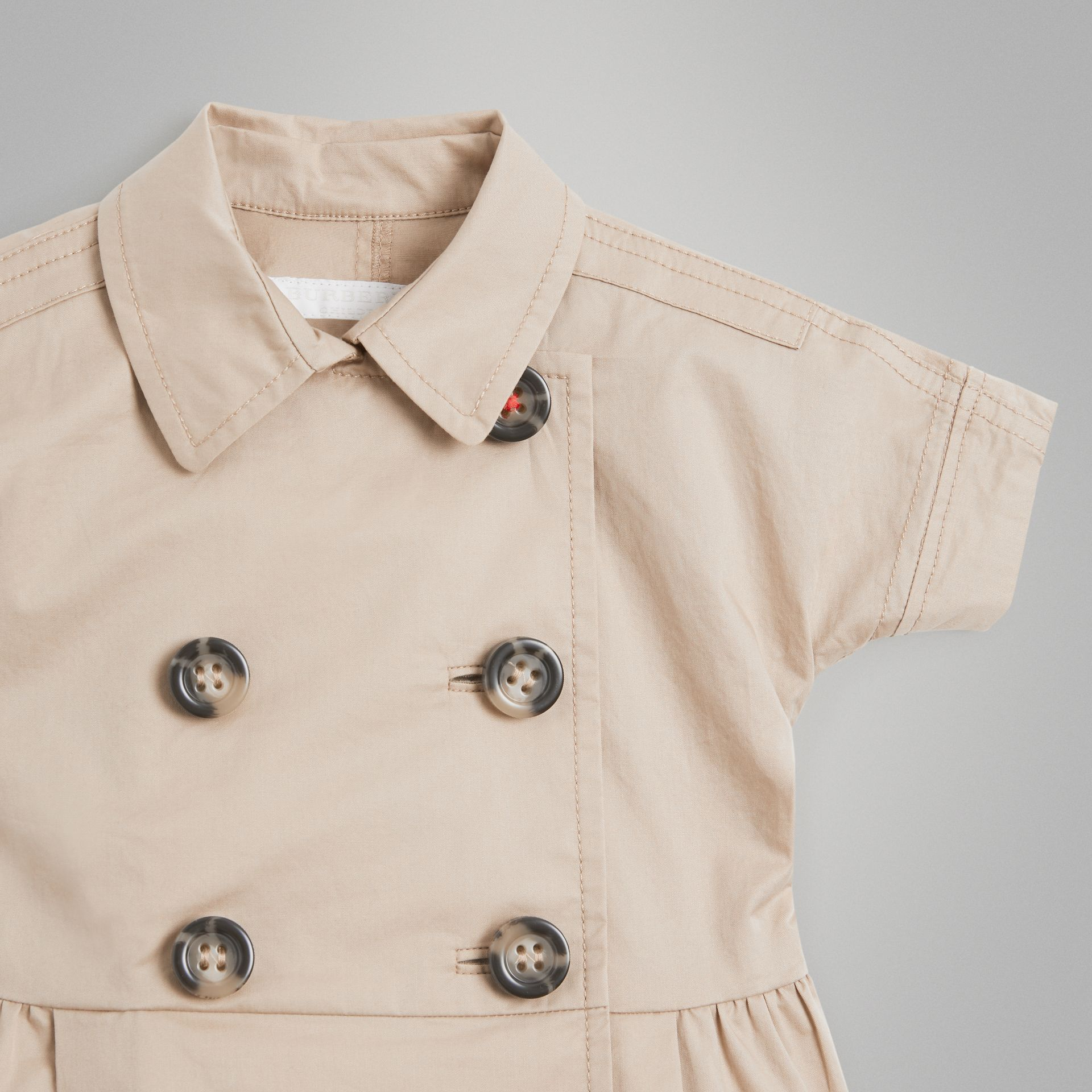 Robe trench en coton extensible (Miel) - Enfant | Burberry - photo de la galerie 4