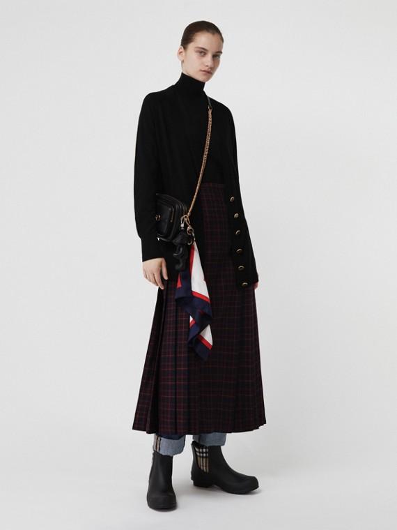 Cashmere V-neck Cardigan in Black