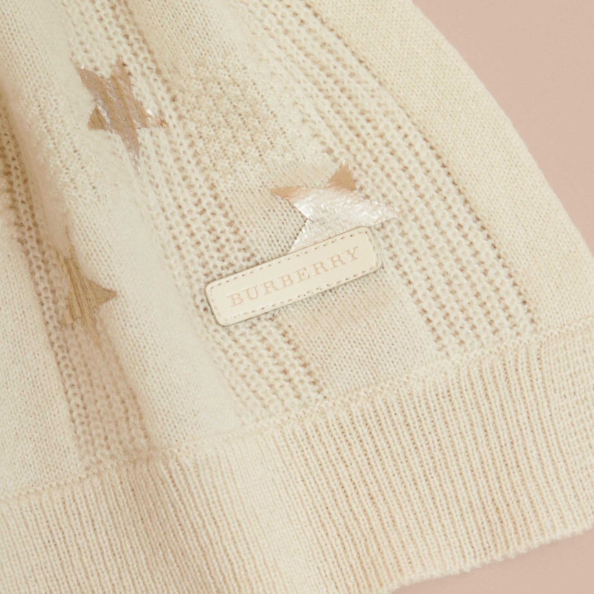 Avorio/oro Set regalo da due pezzi in cashmere con stampa - immagine della galleria 2
