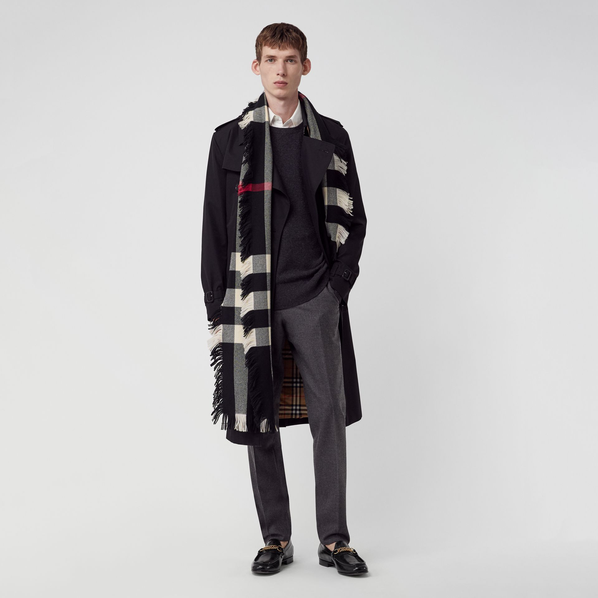Fringed Check Wool Scarf in Black | Burberry - gallery image 3