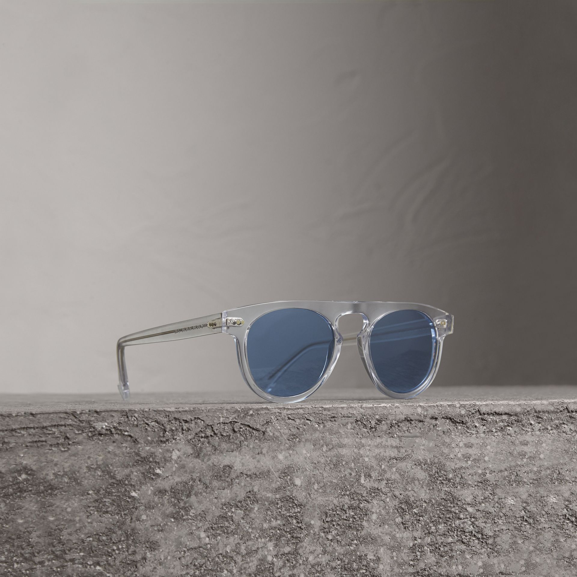 The Keyhole Round Frame Sunglasses in Crystal/blue | Burberry United Kingdom - gallery image 0