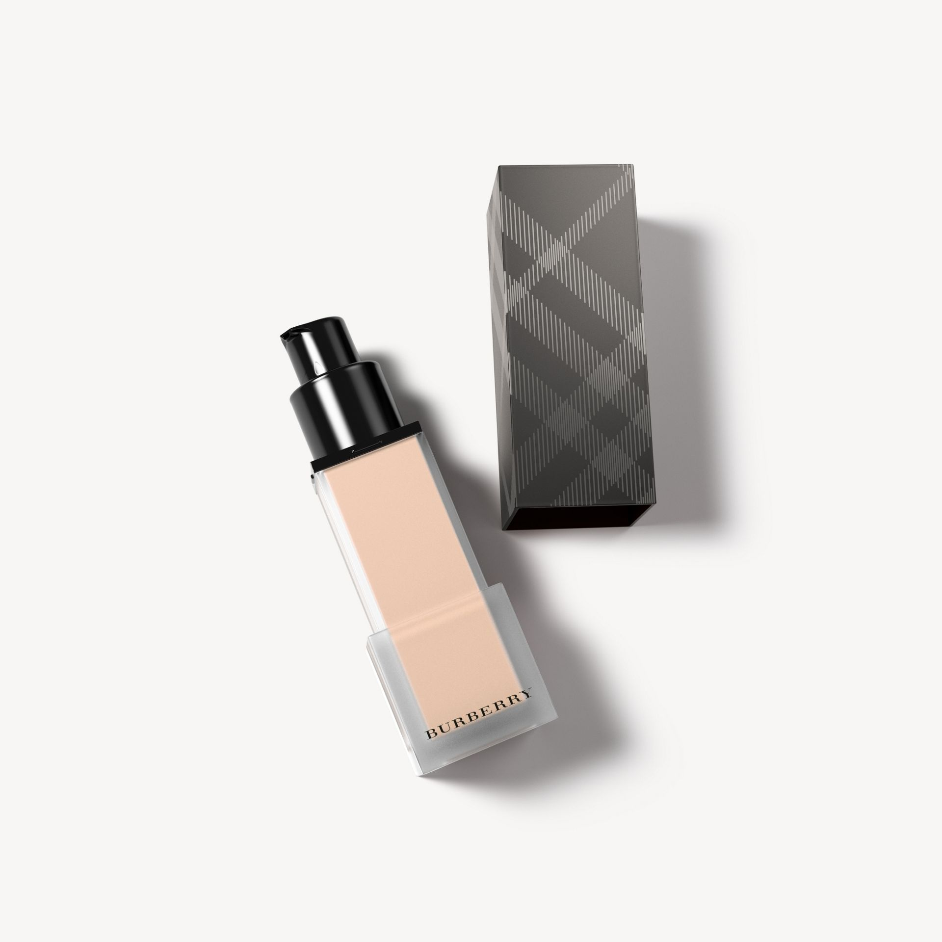 Burberry 霧柔喀什米爾粉底液 SPF 20 - 赭石裸色 12 號 - 女款 | Burberry - 圖庫照片 0