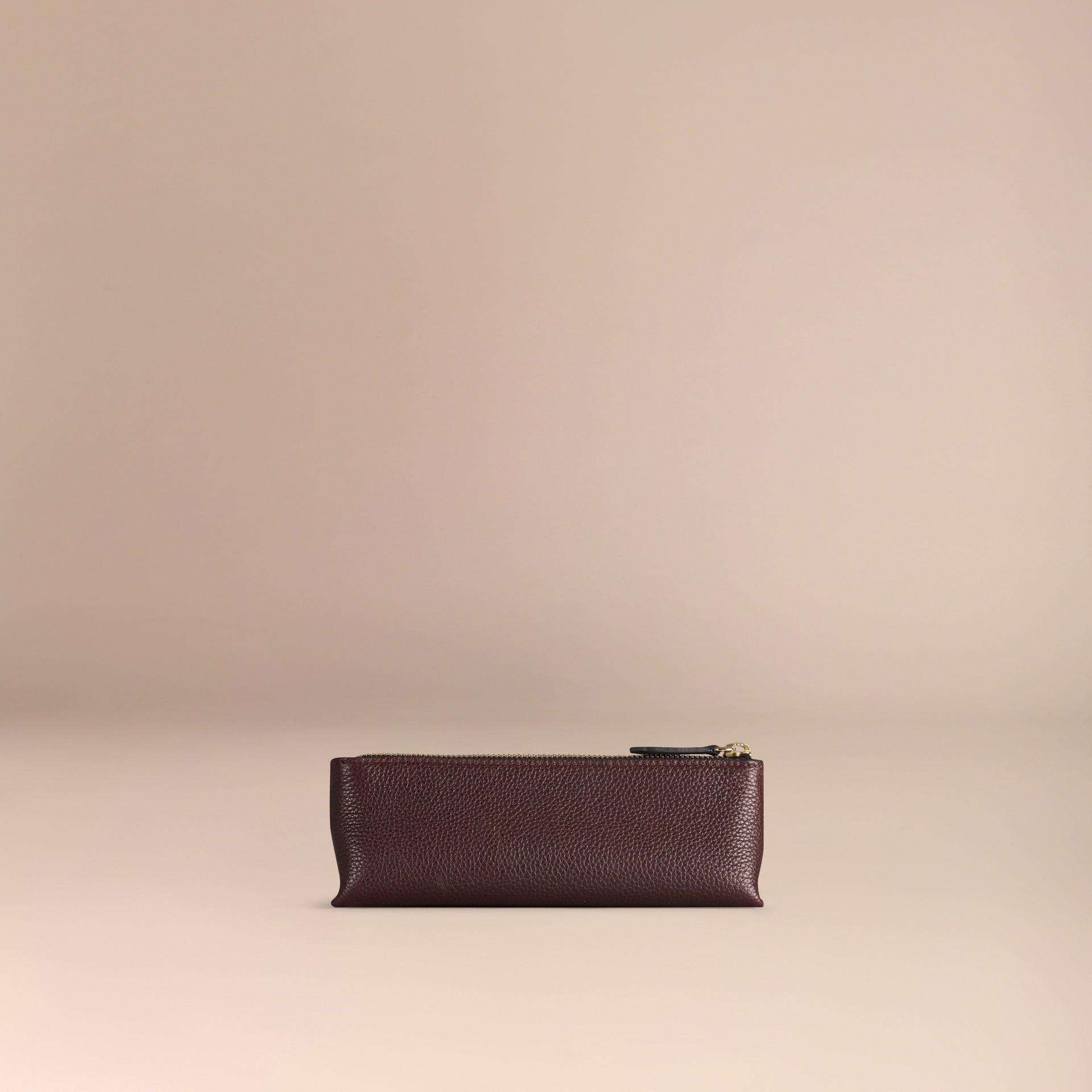 Rosso ebano Pochette piccola porta accessori digitali in pelle a grana Rosso Ebano - immagine della galleria 4