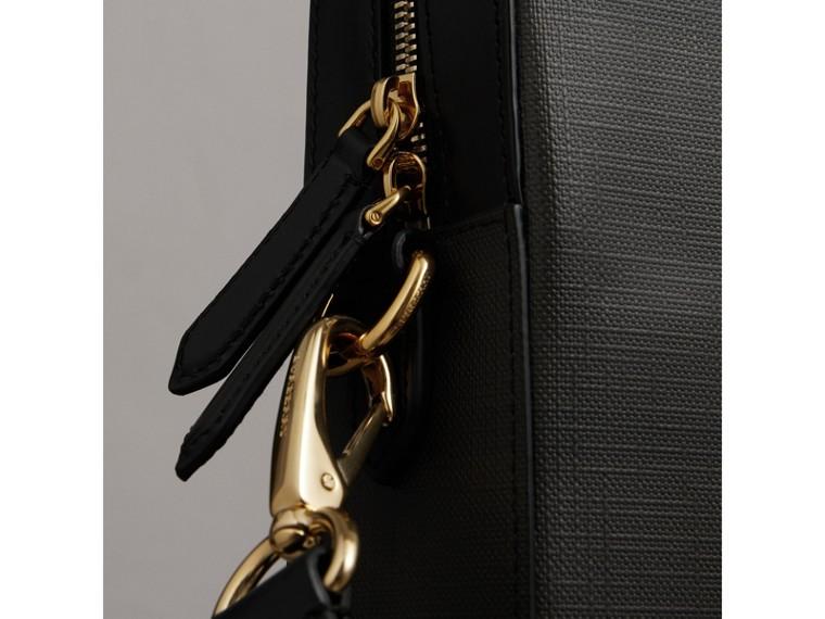 Maletín mediano en London Checks con detalles en piel (Chocolate / Negro) - Hombre   Burberry - cell image 1