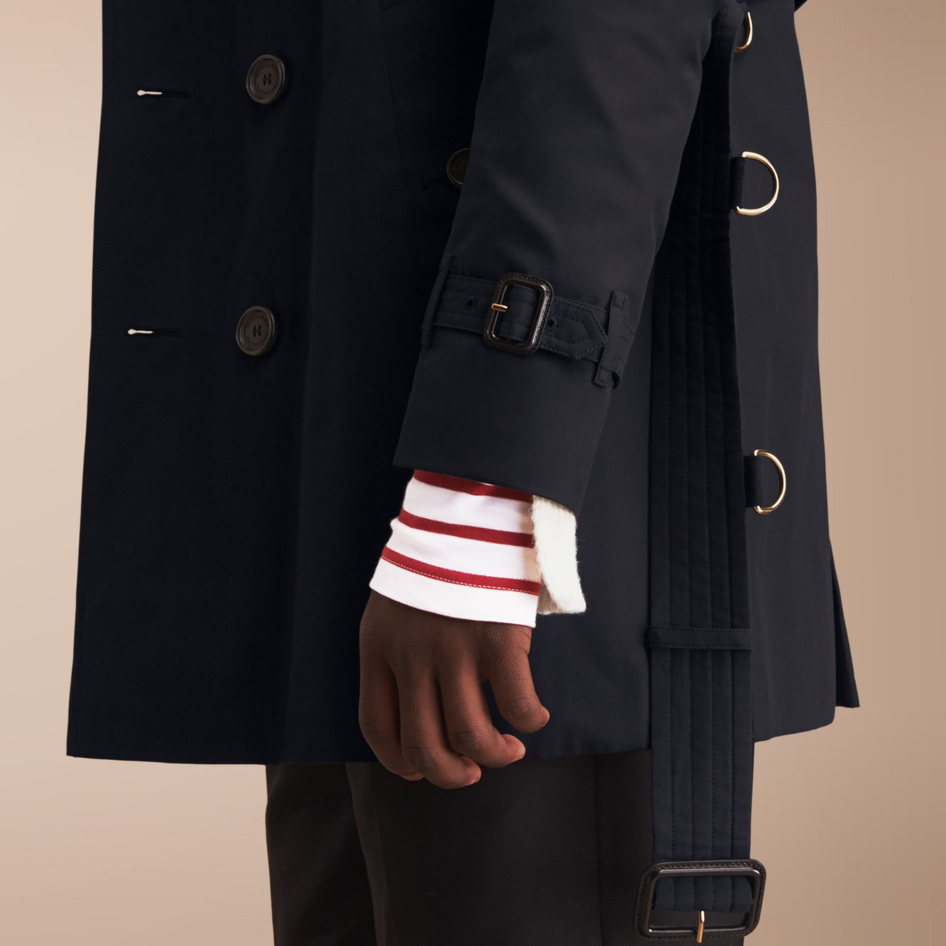 The Kensington – Mid-length Heritage Trench Coat in Navy - Men | Burberry Singapore - gallery image 5