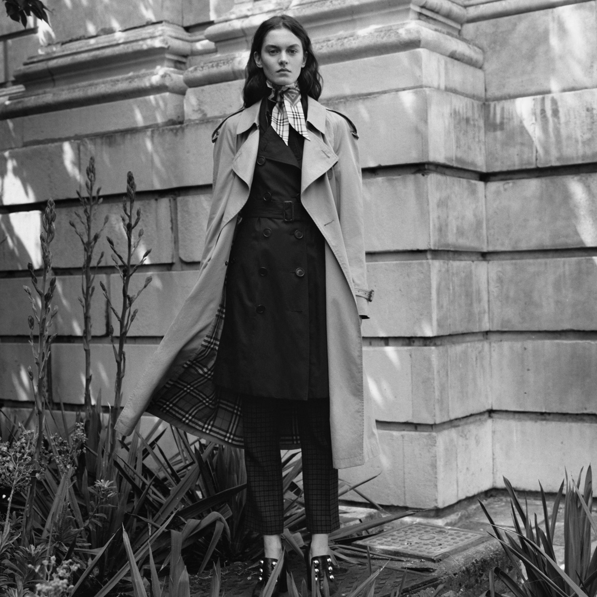 Trench Heritage The Chelsea (Minuit) - Femme | Burberry Canada - photo de la galerie 1