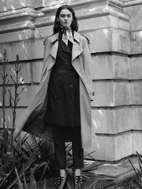 The Chelsea Heritage Trench Coat in Midnight - Women | Burberry Singapore - cell image 1