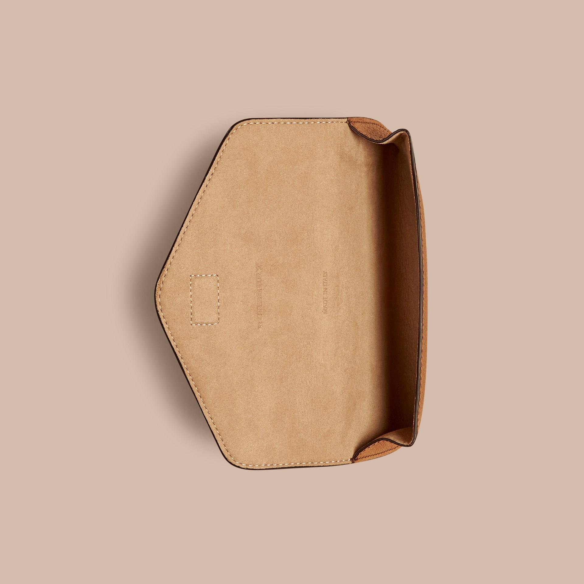 Hâle Étui à lunettes en cuir grené Hâle - photo de la galerie 3