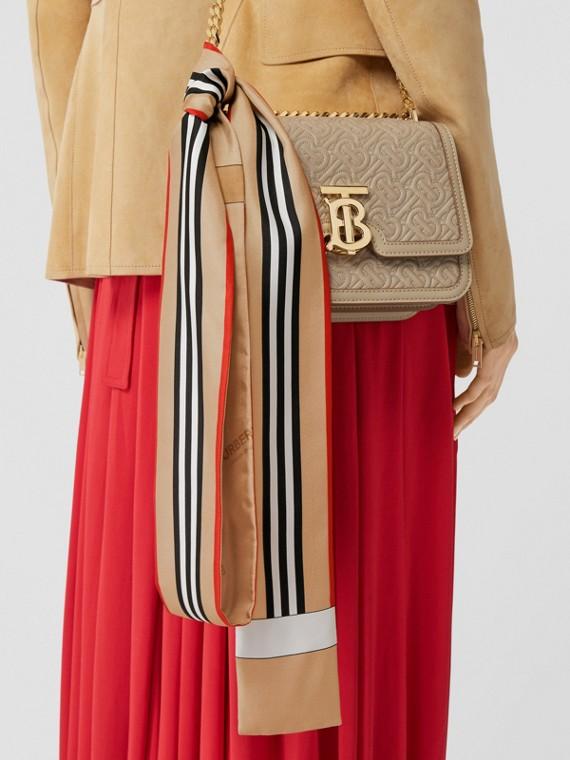 Skinny scarf de seda com estampa de listra icônica (Bege Clássico)