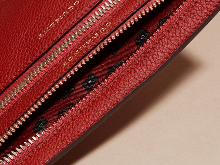 Grainy Leather Currency Wallet in Parade Red | Burberry United Kingdom - cell image 4