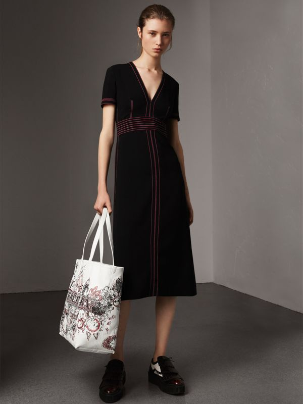 The Large Reversible Doodle Tote in Classic Check/white | Burberry United Kingdom - cell image 2