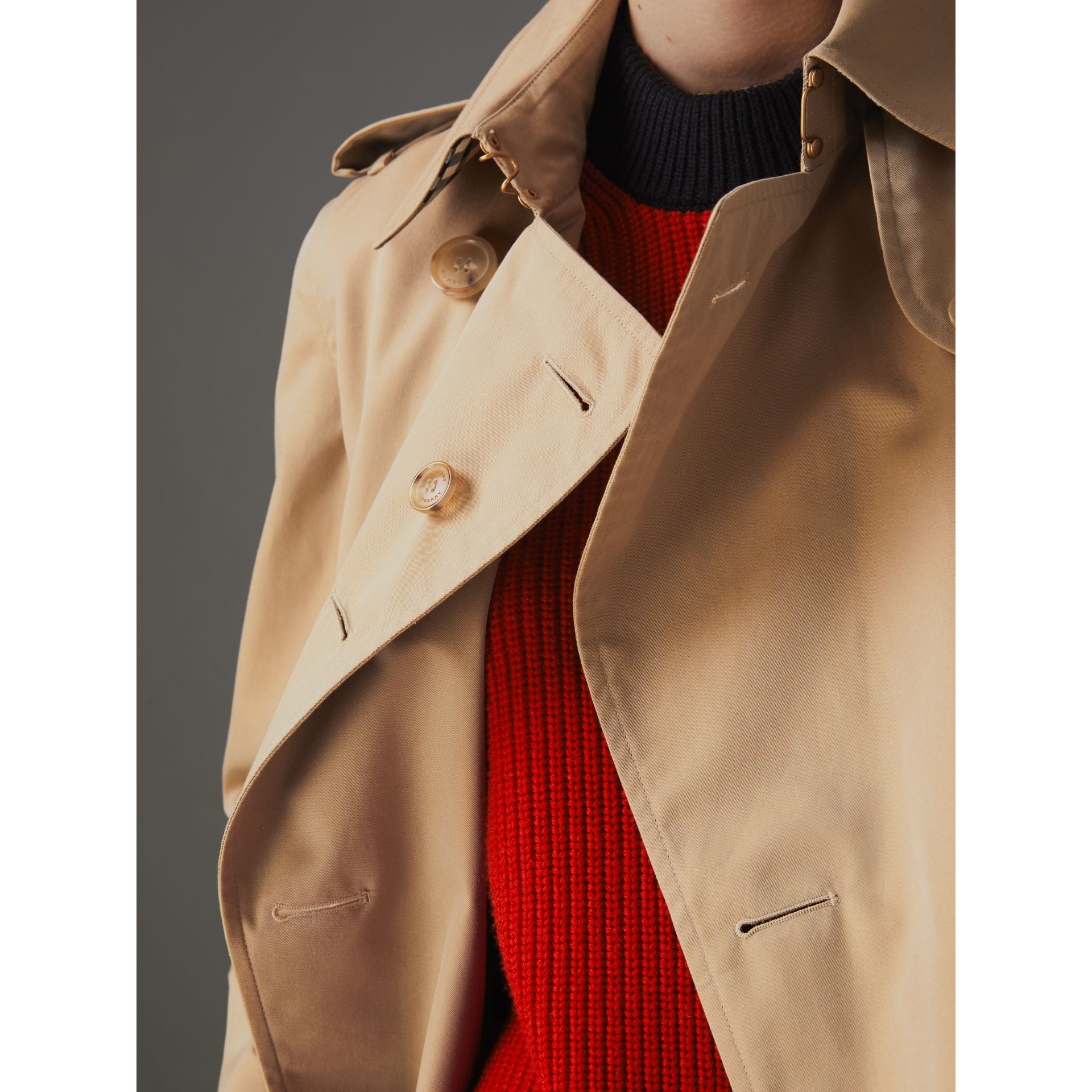 The Long Kensington Heritage Trench Coat in Honey - Women | Burberry Canada - gallery image 8