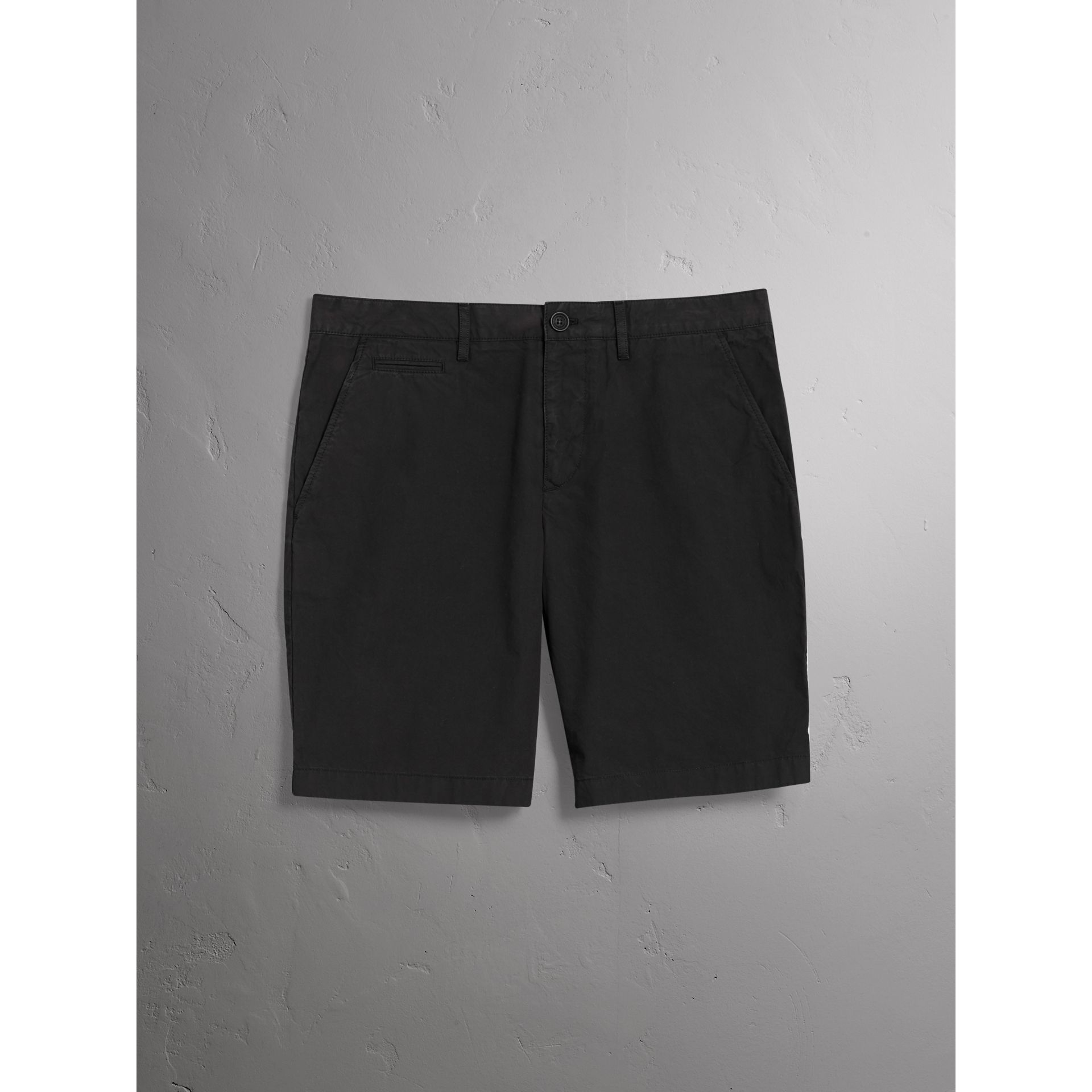 Short chino en popeline de coton (Noir) - Homme | Burberry - photo de la galerie 4