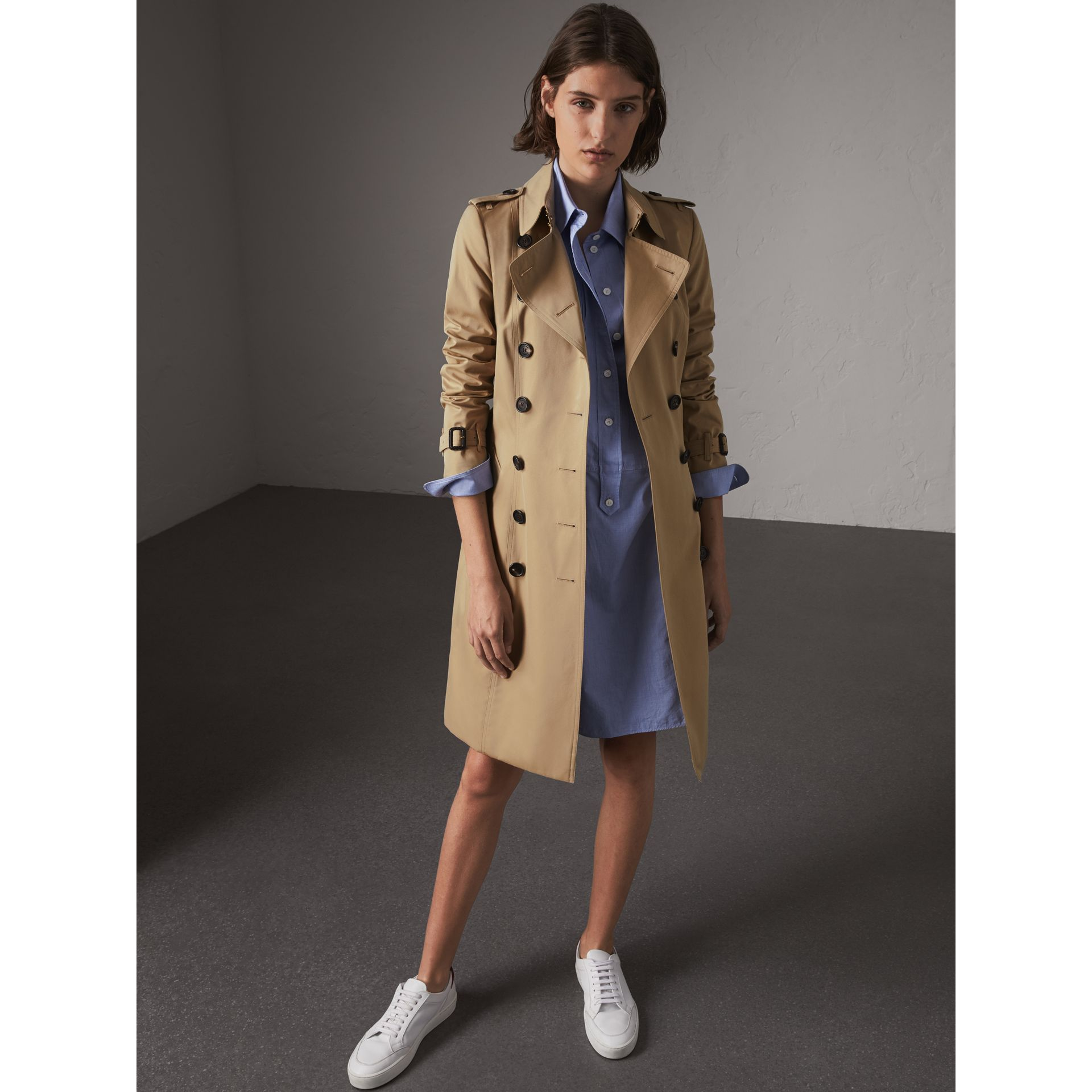 The Chelsea – Long Trench Coat in Honey - Women | Burberry United Kingdom - gallery image 1