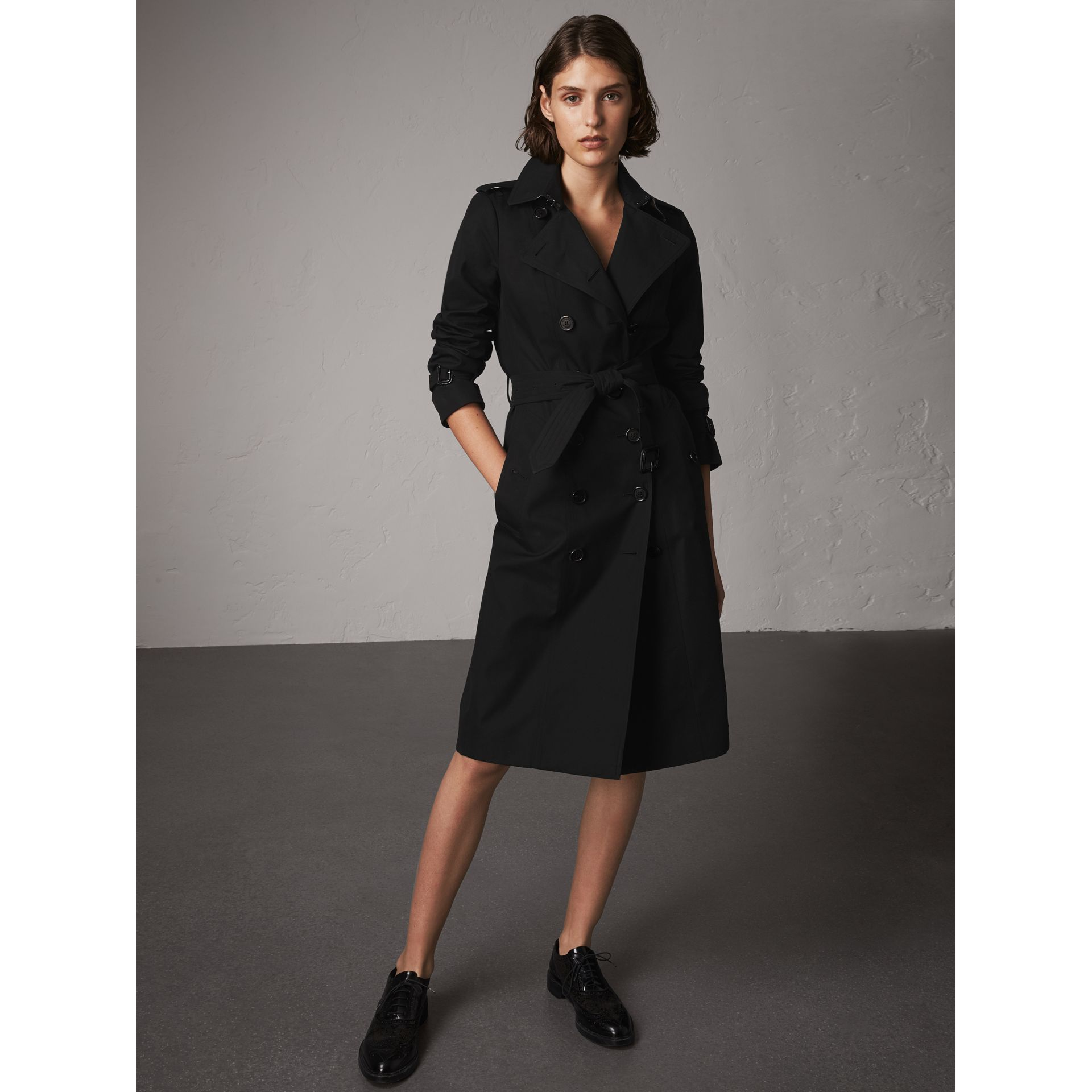 The Sandringham – Extra-long Trench Coat in Black - Women | Burberry - gallery image 7