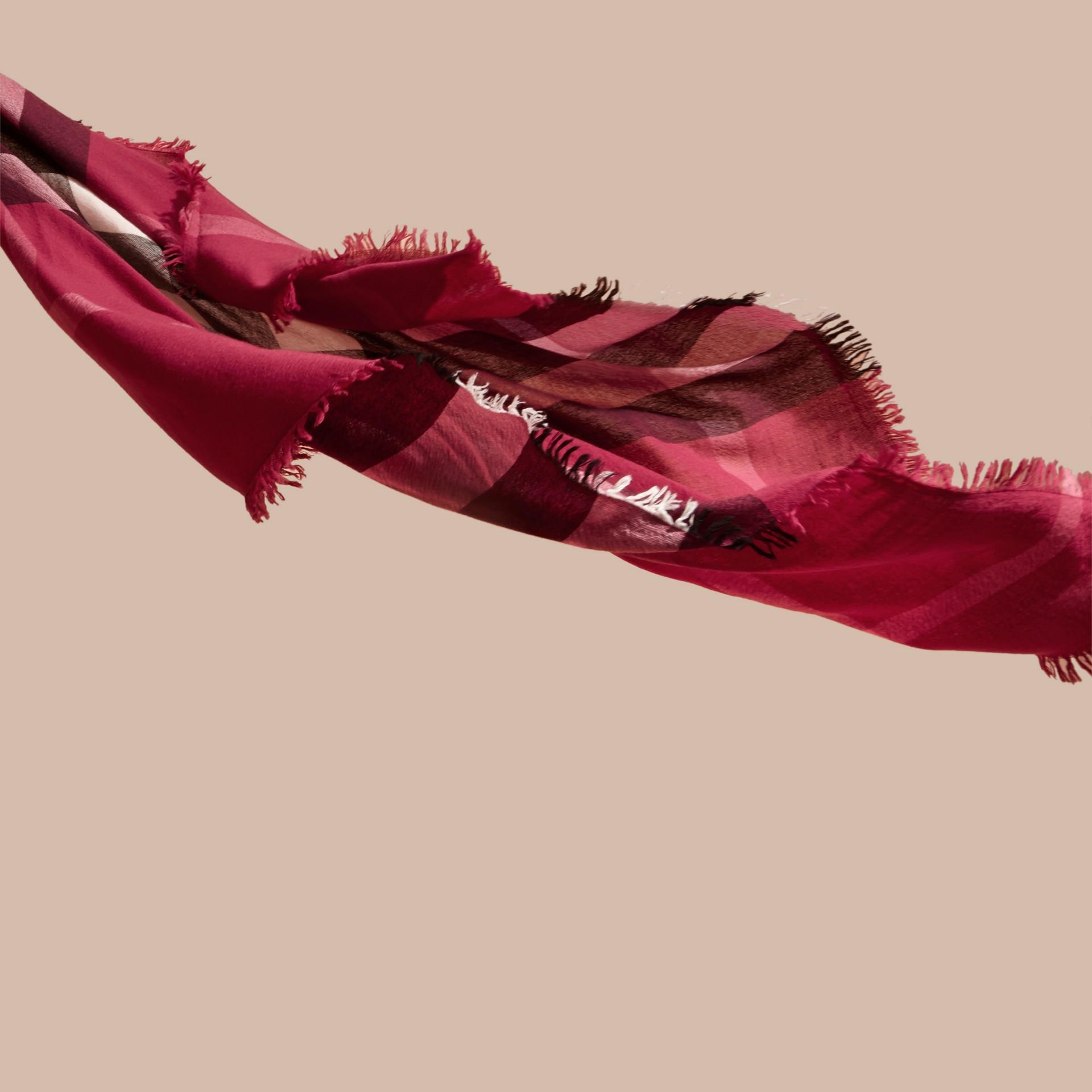 Rose prune sombre Grande écharpe carrée en laine mérinos à motif check Rose Prune Sombre - photo de la galerie 3
