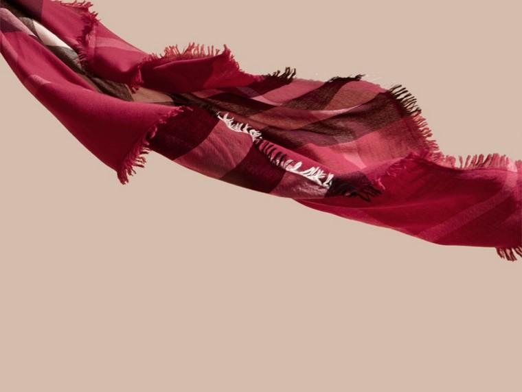 Rose prune sombre Grande écharpe carrée en laine mérinos à motif check Rose Prune Sombre - cell image 2