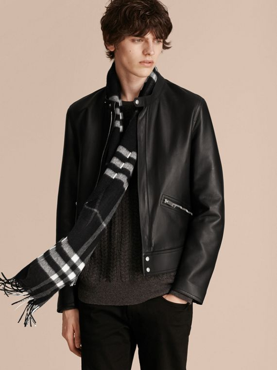 Black check The Classic Cashmere Scarf in Check Black - cell image 3