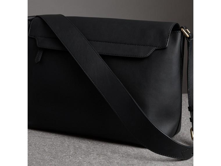Große Messenger-Tasche aus Leder mit Graffiti-Aufdruck (Schwarz) - Herren | Burberry - cell image 4