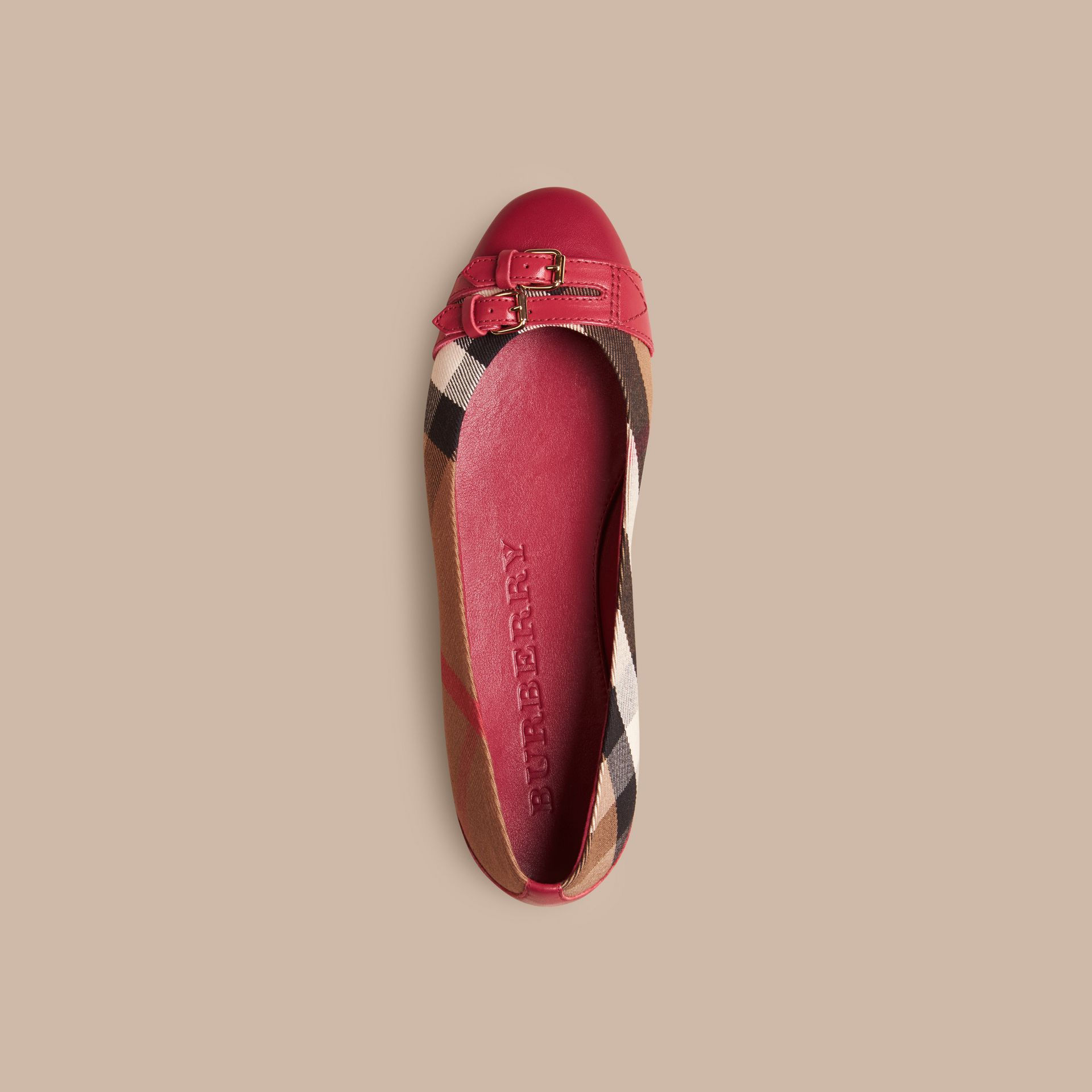Vermelho russet Ballerinas com fivela estilo equestre e padrão House check - galeria de imagens 3