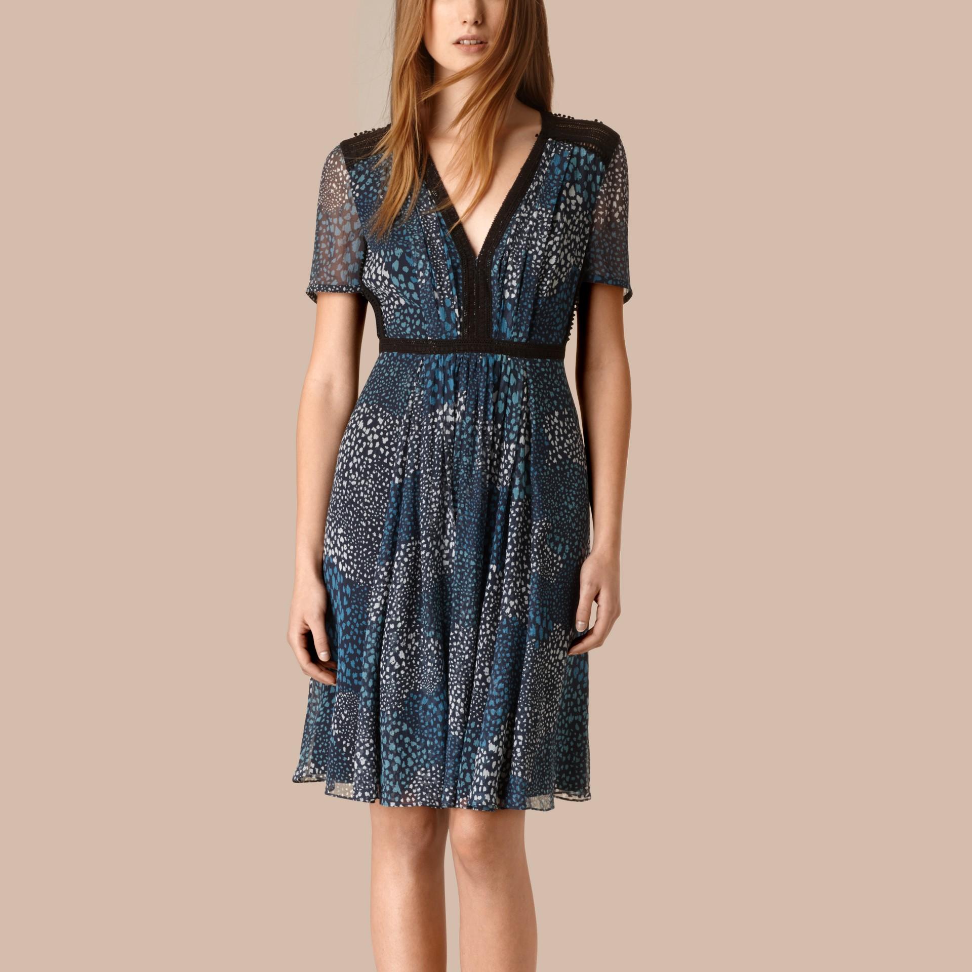 Azul nanquim Vestido de crepe de seda com detalhe de pompons - galeria de imagens 1
