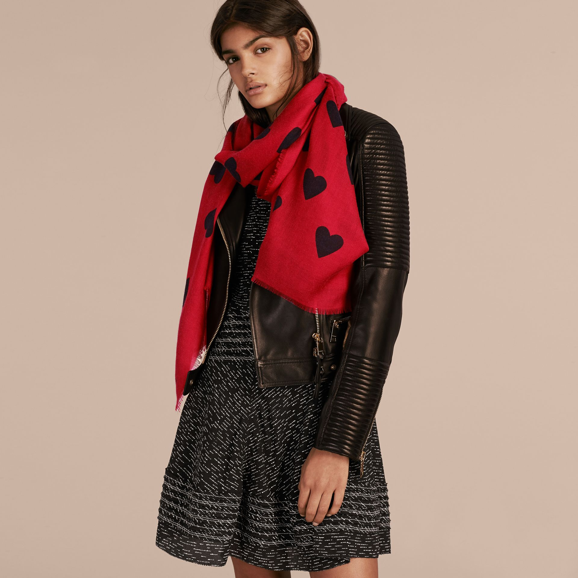 Parade red/black The Lightweight Cashmere Scarf in Heart Print Parade Red/black - gallery image 3