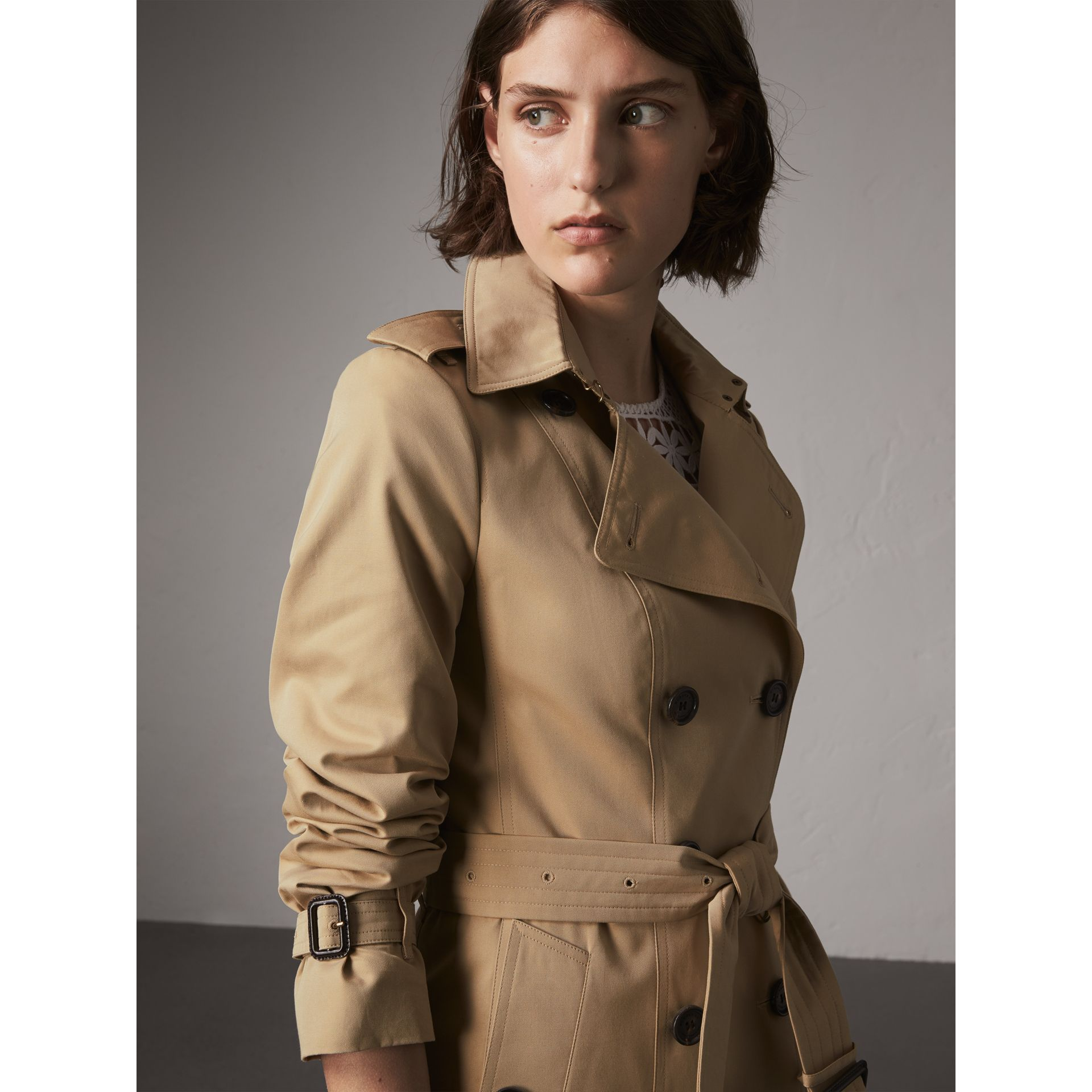 The Sandringham – Extra-long Heritage Trench Coat in Honey - Women | Burberry Hong Kong - gallery image 7