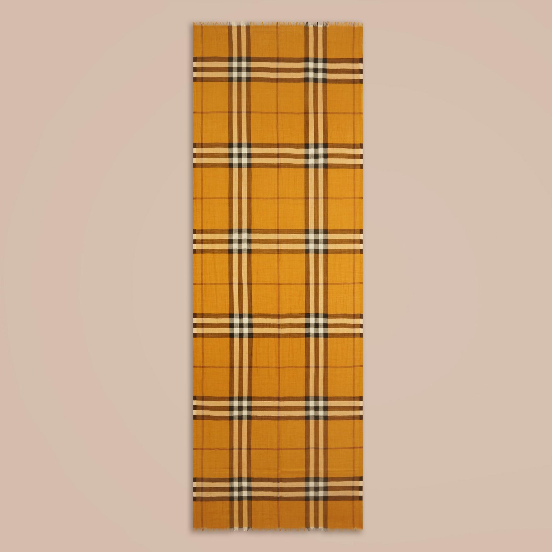 Giallo ambra Sciarpa leggera in lana e seta con motivo check Giallo Ambra - immagine della galleria 4
