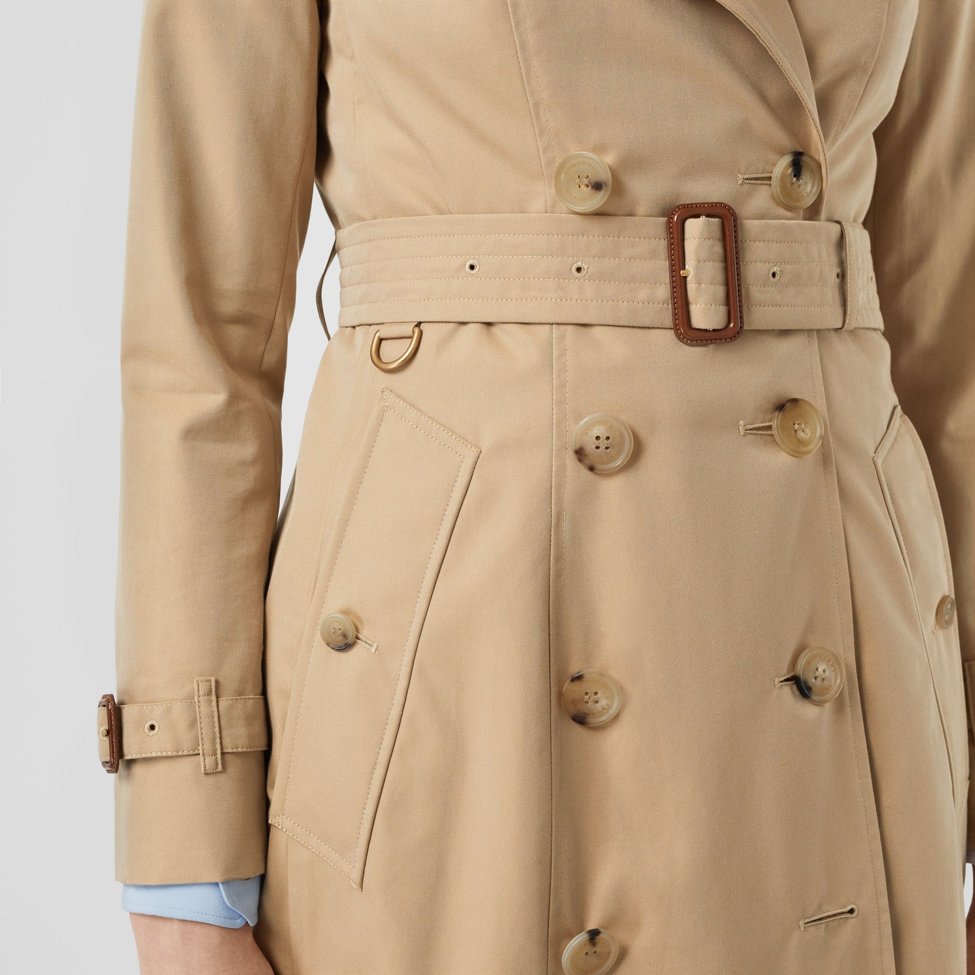 The Long Chelsea Heritage Trench Coat in Honey - Women | Burberry - gallery image 5