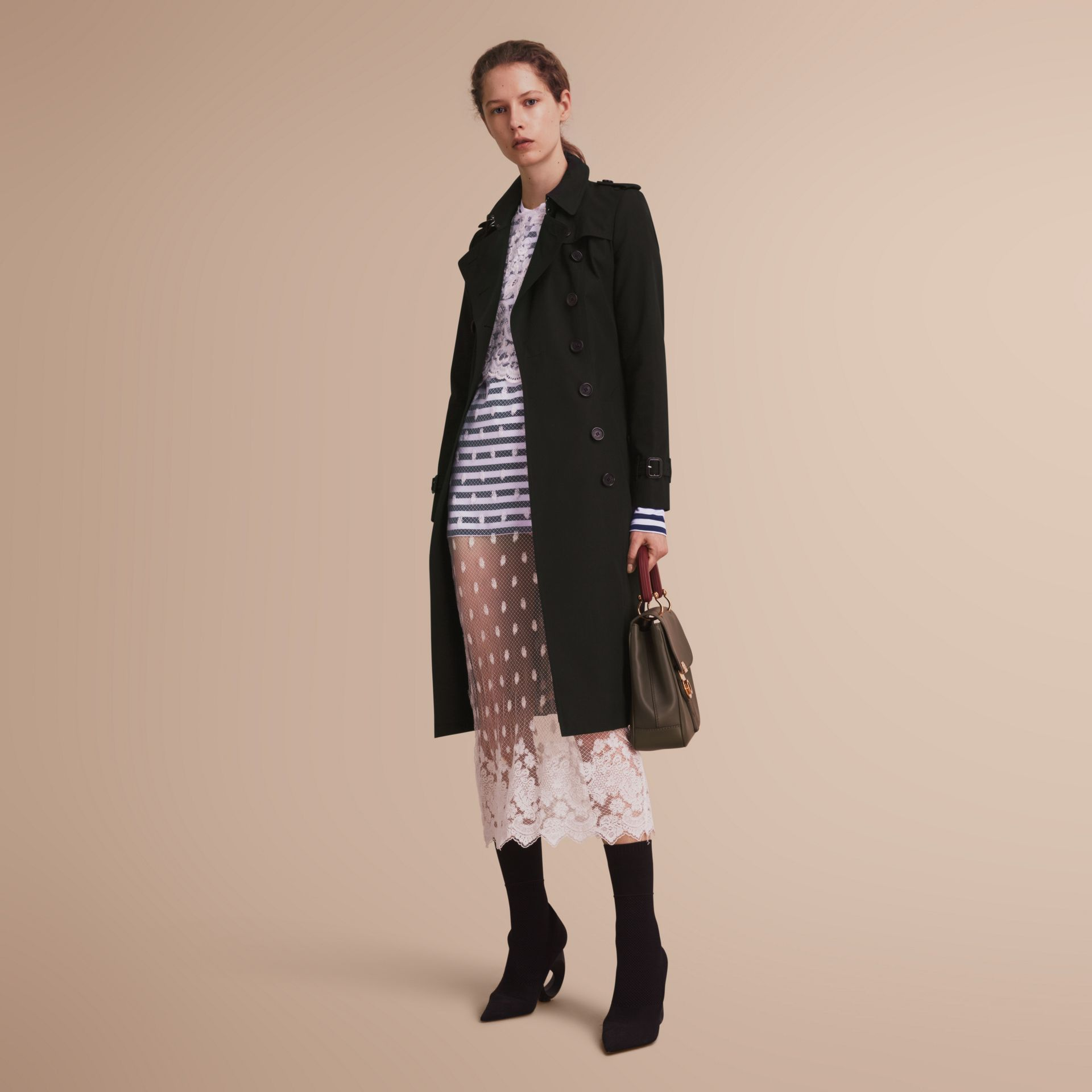 The Chelsea – Trench Heritage extra-long (Noir) - Femme | Burberry - photo de la galerie 7