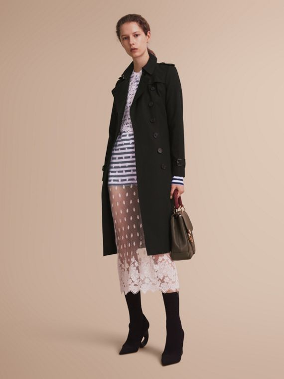 The Chelsea – Extra-long Heritage Trench Coat in Black - Women | Burberry Canada