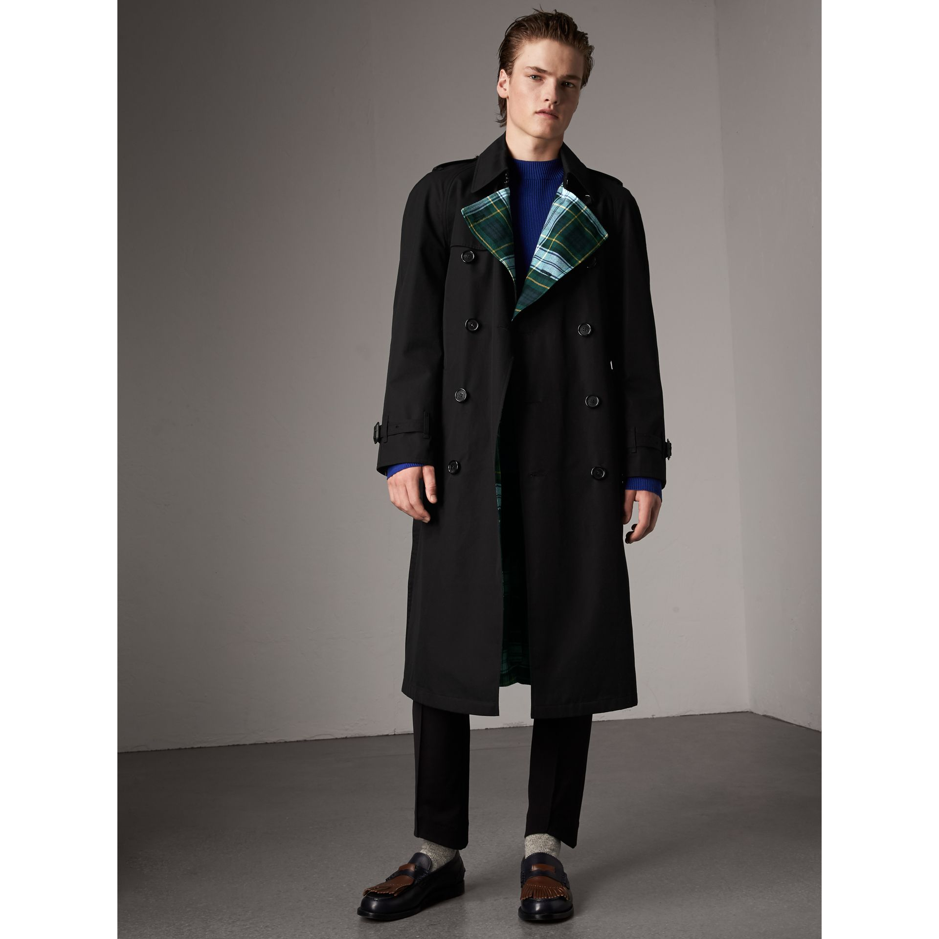 Tartan-lined Cotton Gabardine Trench Coat in Black - Men | Burberry - gallery image 7